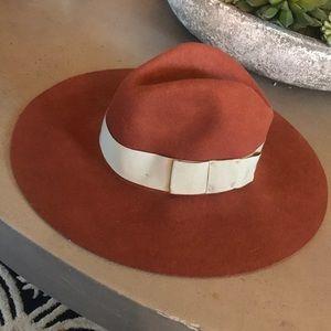 Cute Braxton Fall Hat 🧡 it's a pretty rust color